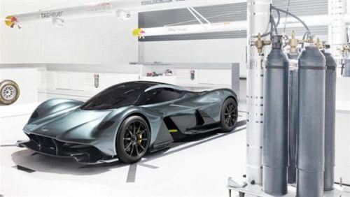 أستون مارتن تكشف عن السيارة الرياضية AM RB 001